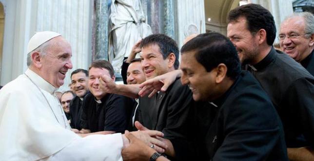 Papa-Francisco-y-seminaristas